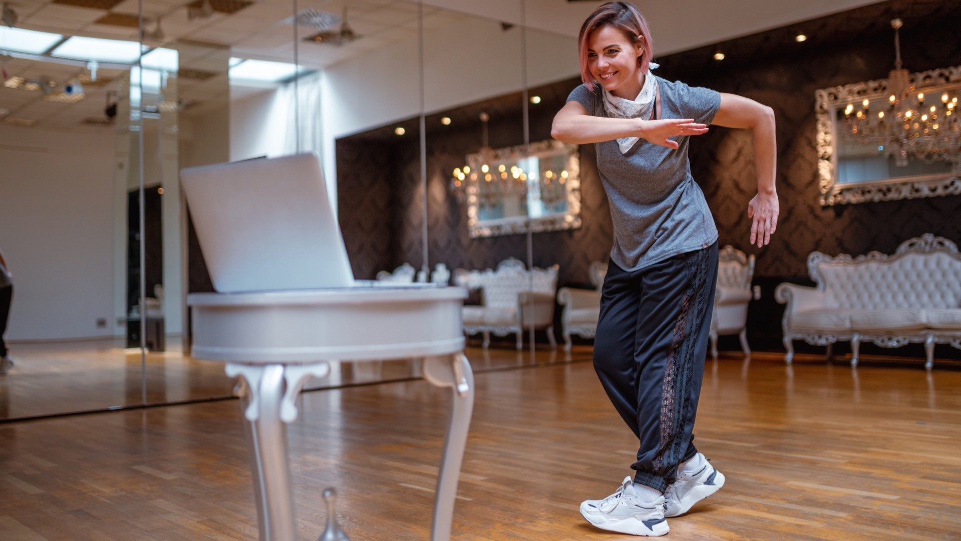 Hip hop instructor leading virtual classes in Baltimore