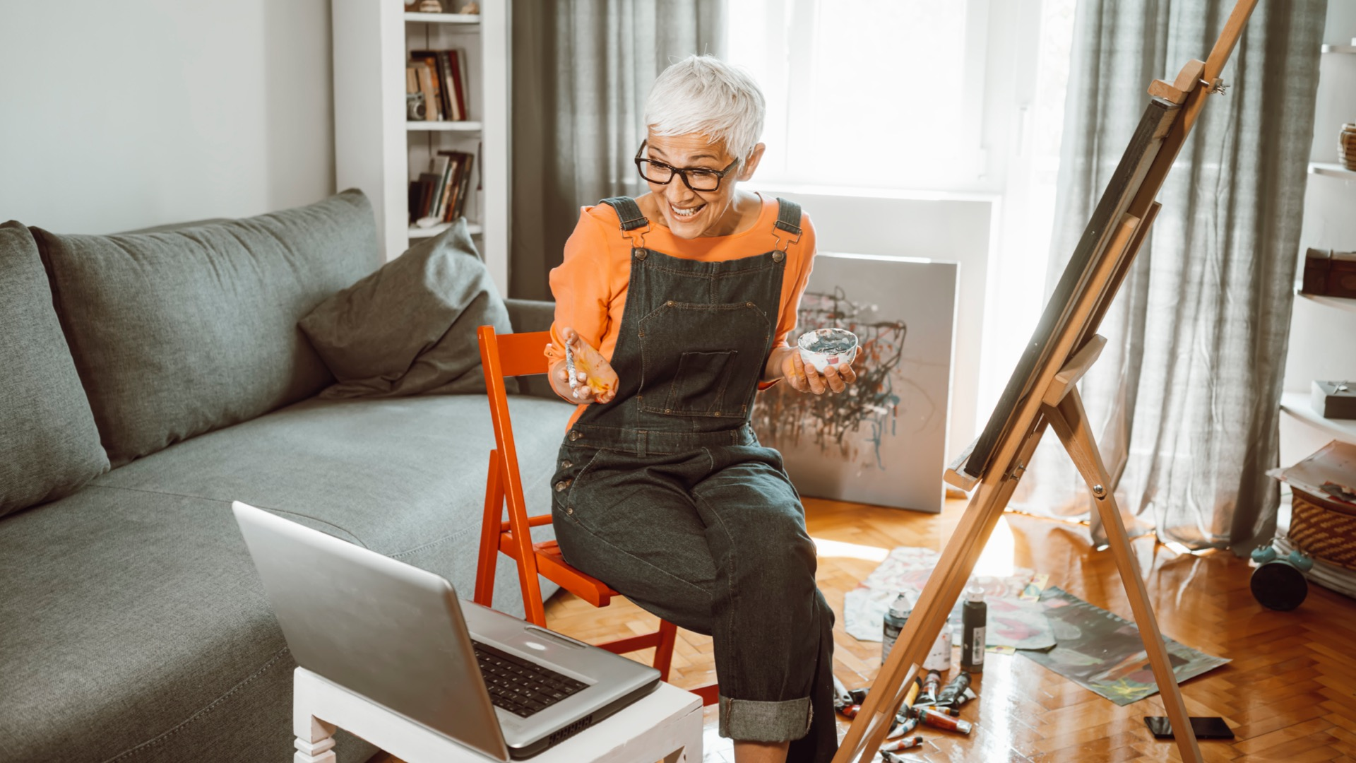 Woman painting at home | virtual art classes from MICA