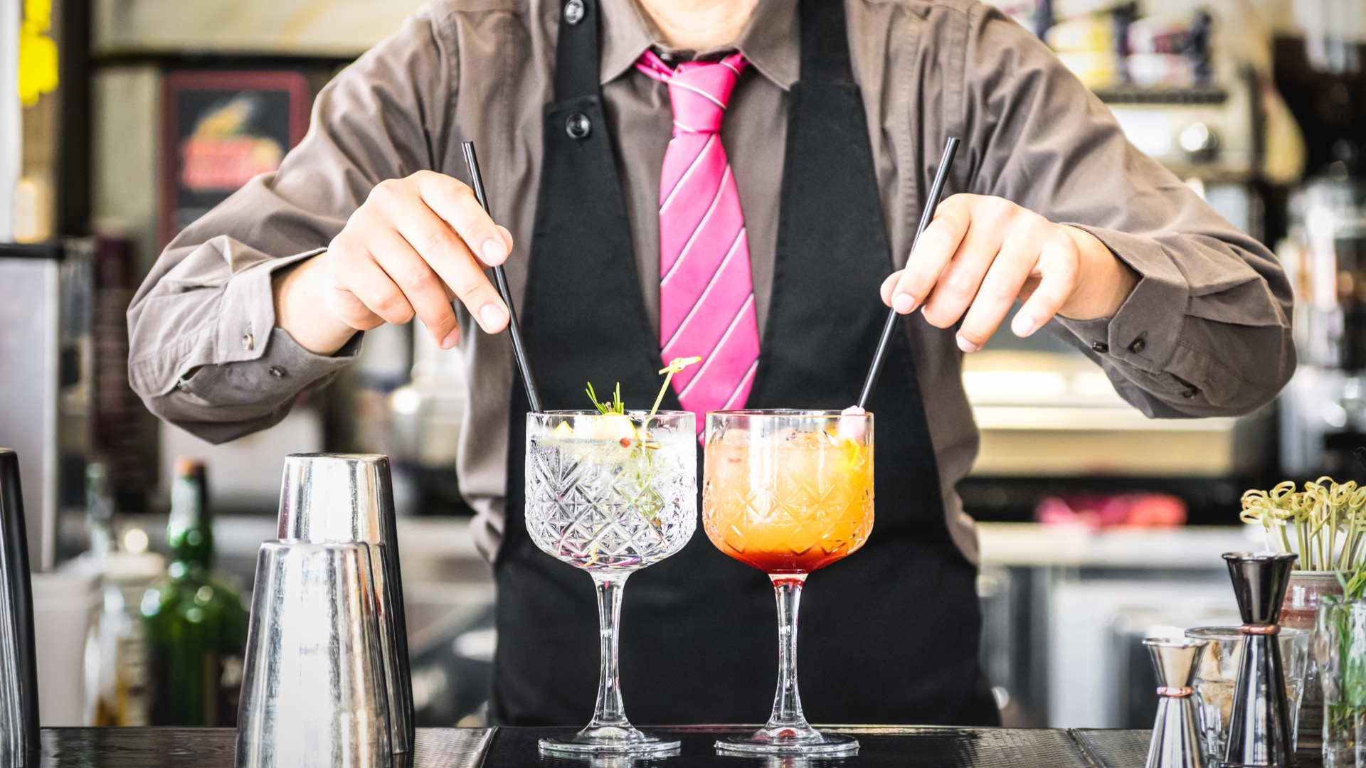 Classic bartender serving a gin and tonic and a tequila sunrise | Baltimore's speakeasies